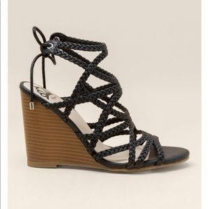 BEBE BAXTER | BLACK MULTI STRAP TIE WEDGE SIZE 10